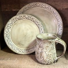 Dragonfly pottery piece dinnerware set with embossed dragonflies service for four Stoneware Dinnerware, Dinnerware Sets, Vintage Pottery, Handmade Pottery, Pottery Bowls, Pottery Art, Dog Treat Jar, Pottery Designs, Pottery Ideas