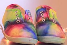 20 Brilliant Ideas for Parents and Their Kids Sharpie Shoes, Sharpie Tie Dye, Tie Dye Shoes, How To Dye Shoes, Alcohol Ink Painting, Alcohol Ink Art, Shoe Crafts, Diy Crafts, Colorful Sneakers