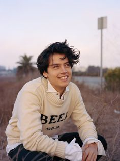 Uploaded by sugar baby. Find images and videos about boy, riverdale and cole sprouse on We Heart It - the app to get lost in what you love. Sprouse Cole, Dylan Sprouse, Sprouse Bros, Cole Sprouse Jughead, Cole Sprouse Haircut, Beautiful Boys, Pretty Boys, Beautiful People, Beautiful Smile