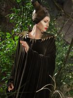 Angelina Jolie Daughter Vivienne In Maleficent - Photos Maleficent 2014, Angelina Jolie Maleficent, Maleficent Quotes, Movie Costumes, Cosplay Costumes, Womens Fashion Online, Latest Fashion For Women, Angelina Jolie Daughter, Sleeping Beauty 2014