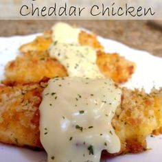 *Crispy Cheddar Chicken Recipe* Dip Chicken breasts into three pans - Milk, Shredded Cheese, and Crushed Ritz Crackers. Place in a pan, cover with foil and bake for 35 minutes at Think Food, I Love Food, Good Food, Yummy Food, Great Recipes, Dinner Recipes, Favorite Recipes, Dinner Ideas, Easy Recipes