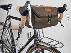 Una carrellata di borse e borsette per il telaio, la sella e il manubrio della bici.
