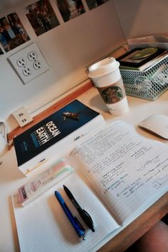 So you're dropping thousand of dollars on a college education. (Or you have a scholarship, yay!) You want to make your time and money count. In all honesty, theres nothing I hate more than seeing p… School Organization Notes, Study Organization, Studyblr Notes, Coffee Study, Study Space, Study Desk, Study Corner, Study Pictures, School Study Tips