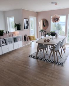 The Type Of Rug Under That Table Is What I Want In Living Room
