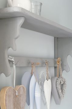 shelf - rack - wandplank  met  decoratie