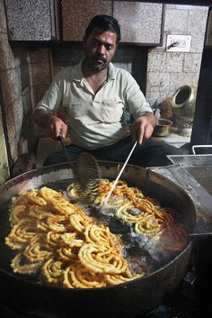 City Food – Jalebi, Old & Famous Jalebi Wale by Mayank Austen Soofi on Flickr | Delhi's best