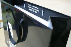 bolsa plastificada  con cartón y cinta de raso