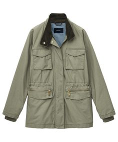 The Gant women's Utility jacket has been crafted with comfort, quality and style in mind. This jacket is truly built to last; a simple glance and you will be wowed by all of the features included; multiple pockets to the front, corduroy detail to inner collar, double layer sleeves and branded Gant zippers. The classic preppy style that this American lifestyle brand are renowned for has also been injected into this classic field jacket style, pair with a striped breton t-shirt, denim cut off…