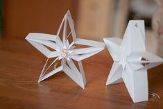 Twinkle, twinkle little star: Papiersterne Diy Christmas Star, Christmas Fashion, Christmas Crafts, Christmas Ornaments, Origami Ornaments, Paper Ornaments, String Crafts, Paper Crafts, Origami Paper Art