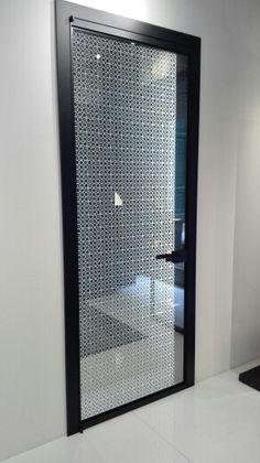 Porta prodotta da Albed, ricerca di nuovi stili, che non chiudono solo spazi, ma aprono nuovi orizzonti.