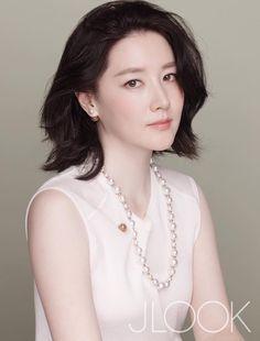 lee young ae at DuckDuckGo Ideal Beauty, Beauty Women, Korean Beauty, Asian Beauty, Beautiful Asian Women, Beautiful People, Korean Celebrities, Celebs, Singer Fashion