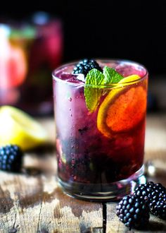 Blackberry Lemon Gin & Tonic #cocktail #recipes