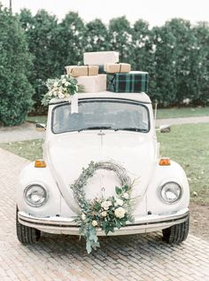 getaway car decorated with christmas presents a wreath for a Holiday wedding | Photography: Lauren Fair