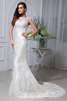 Sheath/Column Bateau Neck Sleeveless Lace Chapel Train Wedding Dress