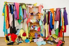 Ook te veel spullen? Ga aan de slag met 'Mijn opruimboek' Messy People, Inside Design, Cupboard Storage, A Shelf, World Of Color, Closet Organization, Organizing, Decluttering, Estate Homes