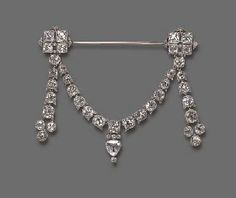 AN EXQUISITE BELLE EPOQUE DIAMOND JABOT BROOCH