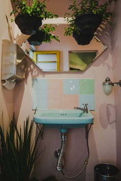 cheap decor for making your bathroom the best room in the house vintage look 22 Toilette Design, Vintage Cafe, Vintage Decor, Restroom Design, Modern Farmhouse Bathroom, Home Board, Casa Real, Bohemian House, Interior Exterior