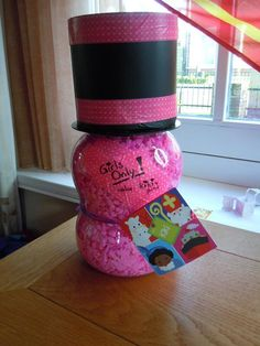 Surprise van Thijn in 2013. Een potje nagellak voor een meisje uit zijn klas... Kadootje 2 flesjes nagelak :-)
