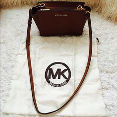 Michael Kors Crossbody Bag Michael Kors Crossbody Bag in brown. I love this bag, great for everyday use. Fits my wallet, small makeupbag and phone. Great, great, great condition. Comes with dust bag Michael Kors Bags Crossbody Bags