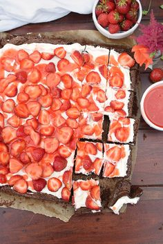 Brownies mit Erdbeeren - Brownies with cream cheese and strawberries | Das Knusperstübchen