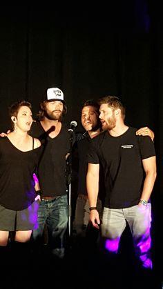 Kim Rhodes, Jared Padalecki, Misha Collins, and Jensen Ackles singing Purple Rain - SNS 2016 SPNPhx