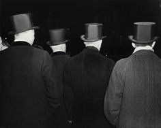 Weegee - Top hat Outside the Metropolitan Opera House, 1943 Weegee Photography, Street Photography, Back To Black, Black And White, Eugene Atget, Brassai, Collections Photography, Dark City, Metropolitan Opera