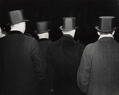 Weegee - Outsidde the Metropolitan Opera House (1943)