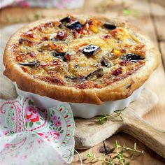 Pastel de berenjena caramelizado – My CMS Quiches, Omelettes, Veggie Recipes, Cooking Recipes, Keto Oatmeal, Cheesecake Tarts, Good Food, Yummy Food, Empanadas