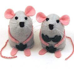Adam Mouse and Eve Mouse are two little #naked mice are dressed in their finest birthday suits with a few well-placed fig leaves to save their dignity. . . Click the link in my bio to visit my shop. . .  #AdamandEve #nude #humor #humour #lol #funny #etsy #art #etsyseller #etsyshop #etsystore #etsyfinds #etsygifts #rat #mice #handmade #artisan #collectables #collectable #cute #adorable #happy #smile #artmouse #artrat #artistmouse #artistrat #THOMPins #love