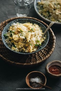 Egg Fried Rice 蛋炒饭 Super easy fried rice that give you the Chinese restaurant experience Best Chinese Food, Chinese Recipes, Asian Recipes, Asian Foods, Pan Green Beans, 3 Ingredient Dinners, Mexican Shredded Chicken, Beans And Sausage, Bbq Bacon