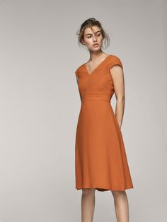 Fall Winter 2017 Women´s SOLID DRESS at Massimo Dutti for 130. Effortless elegance!