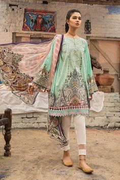 M Prints Maria B Printed Embroidered Lawn Collection consists of beautiful 3 piece lawn printed embroidered designer suits in reasonable prices Stylish Dress Book, Stylish Dresses For Girls, Stylish Dress Designs, Designs For Dresses, Casual Dresses, Simple Dresses, Pretty Dresses, Pakistani Kurta Designs, Pakistani Dress Design