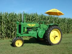 These will be everywhere on my farm. The grass is green and the sun is yellow, God loves John Deere tractors. Antique Tractors, Vintage Tractors, Old Tractors, John Deere Tractors, Antique Cars, John Deere Equipment, Serve The Lord, Down On The Farm, Country Life