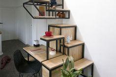 Je vous conseille vivement d'aller faire un tour sur le site des designers hollandais du Studio Mieke Meijer. Pour vous donner un exemple de leurs créations, je vous présente ce module baptisé « Object élevé » composé de trois parties (travail, rangements, escalier) servant à accéder au niveau supérieur. Un très beau travail de dessin géométrique et de lignes minimalistes.