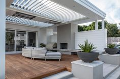 The traditional architecture of this Herne Bay bungalow character had diminished through various ad-hoc alterations Backyard Patio Designs, Pergola Designs, Pergola Ideas, Pergola Kits, Alfresco Designs, Bungalow, Balkon Design, Outdoor Living Rooms, Modern Pergola