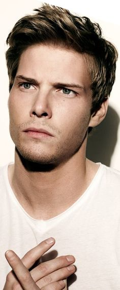 I guess I could see Hunter Parrish as Aaron Warner too...one of my fav actors anyway