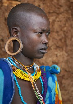 Suri woman with big ear rings, Kibish, Ethiopia by Eric Lafforgue. She has a beautiful face. African Tribes, African Women, African Girl, Afro, We Are The World, People Around The World, Namaste, Eric Lafforgue, Tribal People