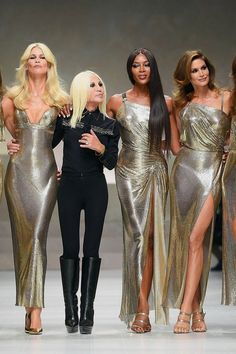 Featuring Supermodels Naomi Campbell, Cindy Crawford, Helena Christensen, Claudia Schiffer and Stephanie Seymour Versace Fashion, Couture Fashion, Runway Fashion, Fashion Models, Fashion Brands, Womens Fashion, Latex Fashion, Fashion Week, High Fashion
