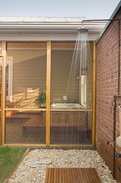 Outdoor shower #bramptoninn #bedandbreakfast