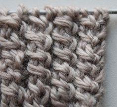 Spiralzöpfe stricken: In dieser Anleitung erfährst du, wie du ein besonders schönes Bündchenmuster stricken kannst.