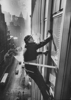 Walter Sanders Window cleaners cleaning high rise on Madison Avenue, New York…
