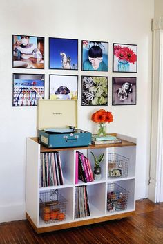 20 best DIY photo display ideas: find cool ways to display photos in your home. DIY wall art, photo frames, photo collage, bulletin boards, and more. Framed Records, Record Wall, Vinyl Record Display, Record Shelf, Display Wall, Vinyl Record Storage, Instagram Wand, Instagram Prints, Loft Stil