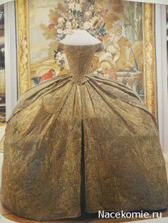 Antique & Vintage Fashions, 1745 to 1979: A Collectors