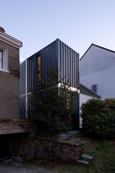 Completed in 2009 in Nantes, France. Images by Stéphane Chalmeau. This project of extension is in a suburban zone of a district of the city of Nantes, facing in a set of building of the The wish of the. Shipping Container Homes Australia, Shipping Container Home Designs, Container House Design, Shipping Containers, Container Houses, Zinc Cladding, Container Architecture, Build Your Own House, Prefab Homes