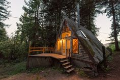 Haus in Cazadero, Vereinigte Staaten. Enjoy peace, quiet, and beautiful views in Cazadero.   For each rental, $50 will be donated to Raphael House, a San Francisco organization whose goal is to help at-risk families achieve stable housing and financial independence.  This little a-fra...