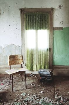 Photoshoot location ideas for me and my upholstery. Love abandoned places :-)