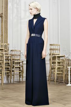 Navy dress with neck cuff. Christian Dior Pre-Fall 2014 - Runway Photos - Fashion Week - Runway, Fashion Shows and Collections - Vogue Christian Dior, Runway Fashion, High Fashion, Fashion Show, Fashion News, Womens Fashion, Bcbg, Vogue, Fashion Designer