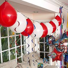 Make a super-cool balloon garland honoring the Avengers! No helium necessary – click the pic to see how!