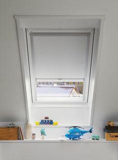 Schon Verdunkelungsrollo Weiße Farbe Und Deko Am Fenster #HideVerticalBlinds