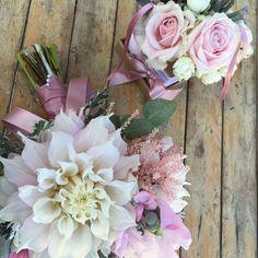 #weddingday #instawedding #flower #pink #wood #bride #wedding #dream #happiness #bouquet #instamood #girl #gift #satin #flowerdesign #weddingconcept #floral #nofilter #nature #sartoriafloreale